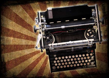 screenwriter: Una macchina da scrivere del Novecento su uno sfondo grunge
