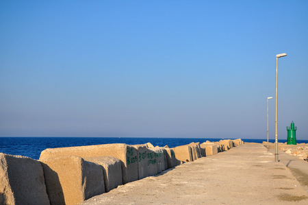 breakwater: Rompeolas con faro verde, Trani Italia del sur