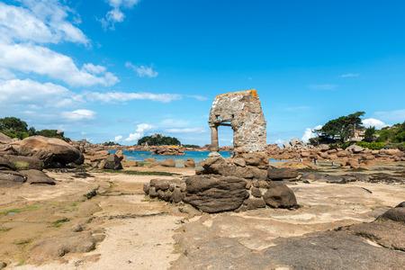 oratorio: Oratorio di San Guirec con la bassa marea a Perros-Guirec (Francia)