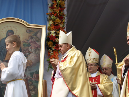 archbishop: Kotlow, Poland - September 13, 2009: Archbishop Stanislaw Gadecki and Bishop Stanislaw Napierala. Coronation Mass during celebration of 900 years of Foundation for the Roman Catholic Church Nativity of the Blessed Virgin Mary in the Kotlow.