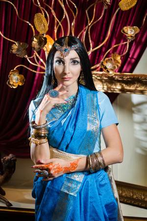 mehandi: Caucasian woman in traditional Indian clothing Stock Photo
