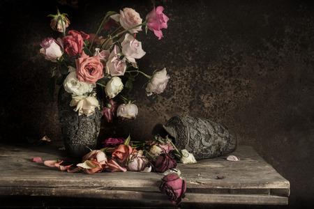 rosa negra: Todavía vida con la flor Fotografía