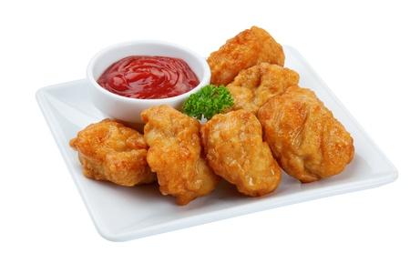 pollo frito: Nuggets de pollo frito aisladas sobre fondo blanco Foto de archivo