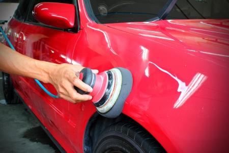 auto lavado: Coche rojo pulido