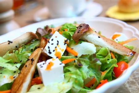 ensalada cesar: Caesar salad closeup Foto de archivo