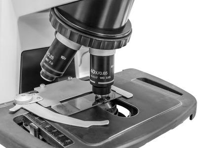 primer plano de un microscopio Blanco y Negro