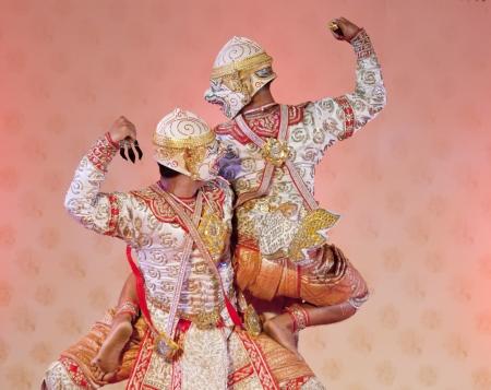 wat bowon: BANGKOK, THAILAND - JANUARY 15: Thai Traditional Dress. This is the ancient acting of Khon-Thai classical masked ballet in Thailand, January 15, 2012 in Bangkok, Thailand.