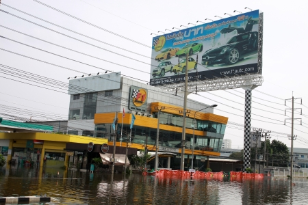 decades: BANGKOK, THAILAND - NOVEMBER 12 : Thai flood hits Central of Thailand, higher water levels expected, during the worst flooding in decades on November 12,2011 Bangkok, Thailand. Editorial