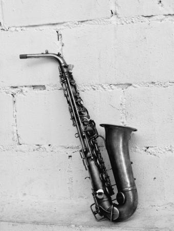 soprano saxophone: El saxof�n viejo en blanco y negro color de tono Foto de archivo