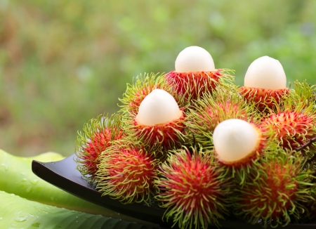asian fruit rambutan on wooden tray Stockfoto