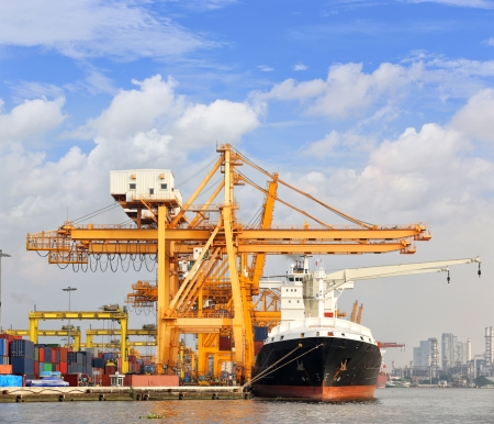 Cargo ship at the port with blue sky  Stockfoto