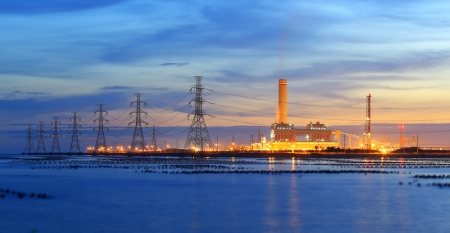 Power plant powerhouse electric industry industrial business factory at twilight time Foto de archivo