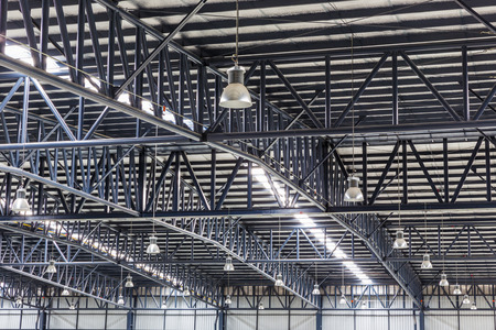 Roof of large modern warehouse structure Stockfoto
