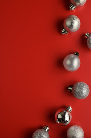 Flat lay, Top view minimal composition background of red decorative Christmas ornaments. New Year and Christmas concept with copyspace. Foto de archivo - 121399597