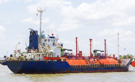water transportation: Petrochemical gas energy in water transportation industry