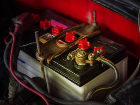 Because the old car,Battery terminals corrode dirty damaged problem. Imagens