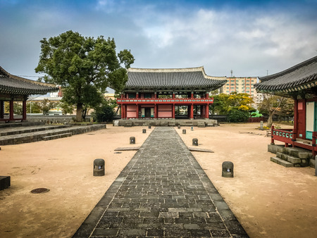 oficina antigua: Jeju Mokgwana, the oldest remaining building in Jeju for former central government office where the Joseon Period Magistrate of Jeju from 1392 to 1910