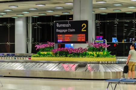スワンナプーム国際空港の手荷物受取所バンコク, タイ王国 - 2017 年 2 月 21 日: