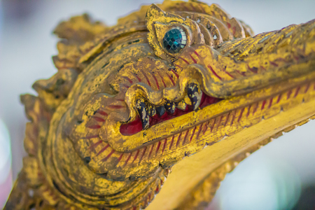 Beautiful traditional Thai style craving patterned of Suphannahong royal barge. Swan head craved pattern in thai royal barge.  Banque d'images