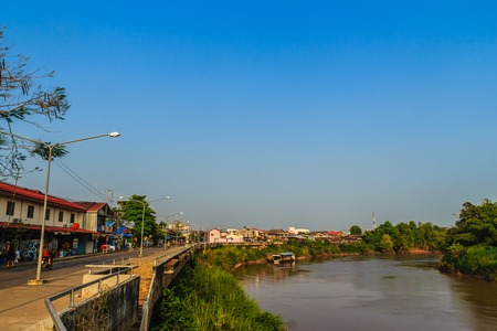 Landscape of Muang district, Phichit province, Thailand in summer with colorful houses and a blue sky on Nan river bank. Phichit is a province of Thailand and far 330 km from Bangkok. Stockfoto