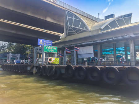 Bangkok, Thailand - January 17, 2018: Passengers at Sathorn pier, a central pier of Bangkok city, offers the service of Chao Phraya Express boats and ferry. 新聞圖片