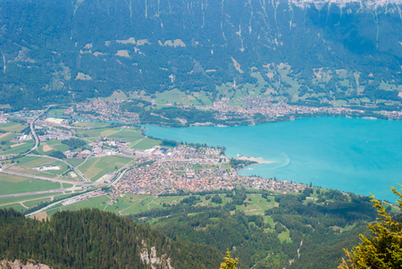 Beautiful Interlaken valley and the lake Thunersee Swiss Alps Banque d'images