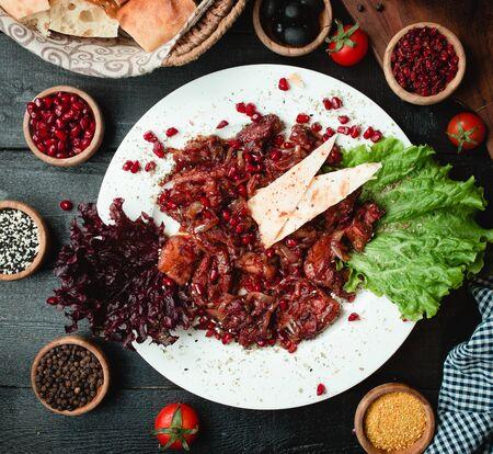 Pomegranate salad with shrimp in sauce Stok Fotoğraf - 130605163