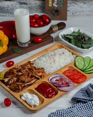 Portioned doner with mix vegetables Фото со стока