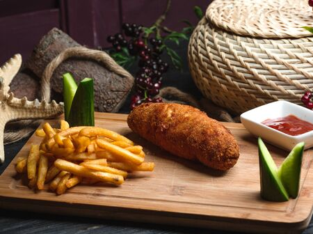 kyiv cotlete with french fries on wooden board 版權商用圖片