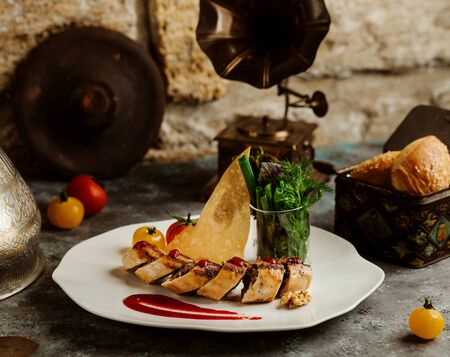 minced beef wrap in crepe, served with crispy flatbread and Stok Fotoğraf
