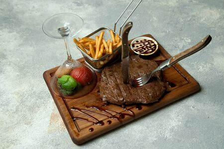 juicy beef steak served with fries and grilled vegetables covered Stok Fotoğraf