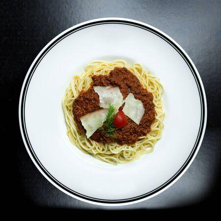 spaghetti with minced meat in tomato sauce Фото со стока - 134512856