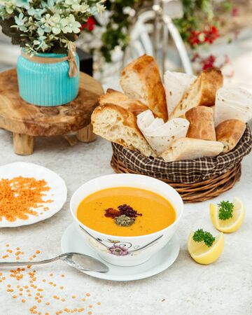 lentil soup with dried herbs and sliced lemon Stok Fotoğraf - 134747692