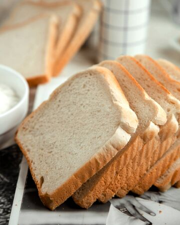 sliced white bread on the table Stok Fotoğraf - 134747650