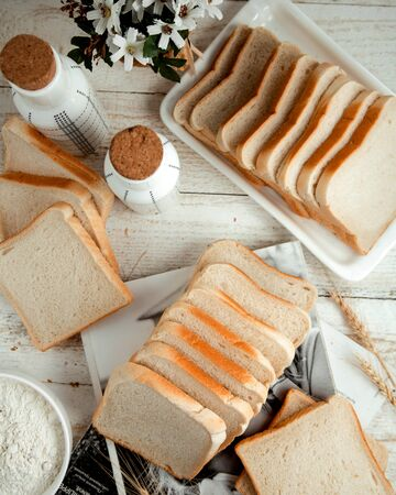 sliced white bread on the wooden table Stok Fotoğraf - 134747655