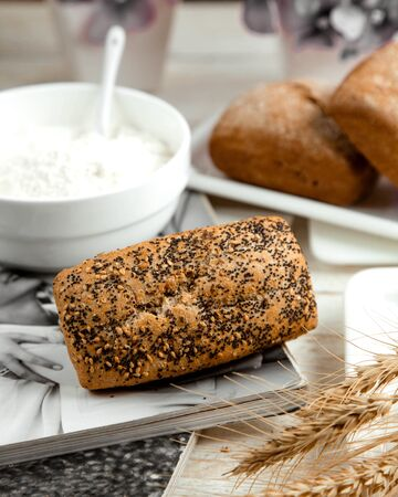 loaf of bread topped with poppy and sesame seeds Stok Fotoğraf - 134747561