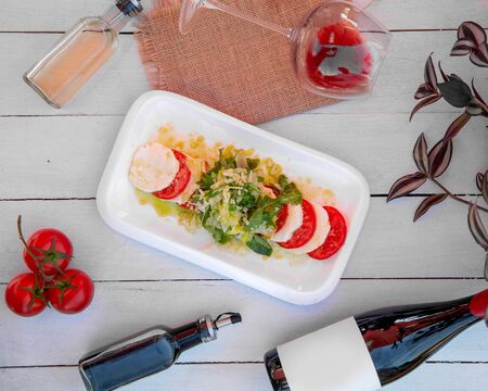 salad with tomato and cheese slices Stok Fotoğraf - 134747569