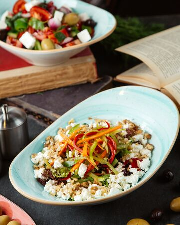 mixed vegetable salad with walnuts Stok Fotoğraf - 134747573