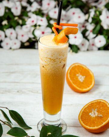 orange juice with crushed ice Stok Fotoğraf - 134747638