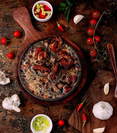 fried shrimps in oil with tomato