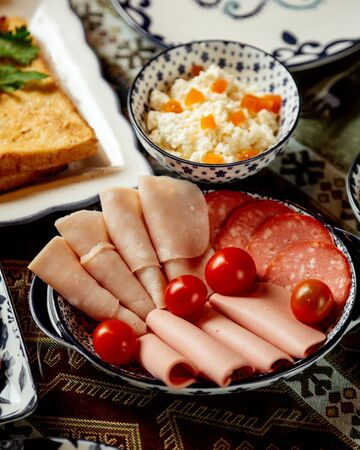 ham and sausage slices with tomatoes 版權商用圖片