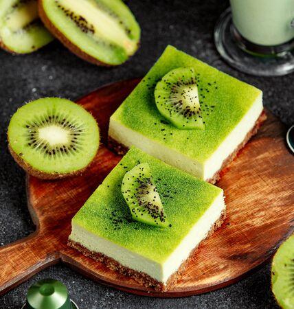 kiwi dessert with side sliced kiwi