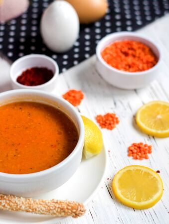 lentil soup with lemon and cracker 版權商用圖片