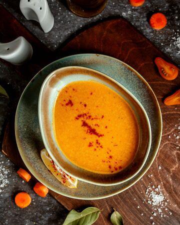 lentil soup with red pepper and lemon slice 版權商用圖片
