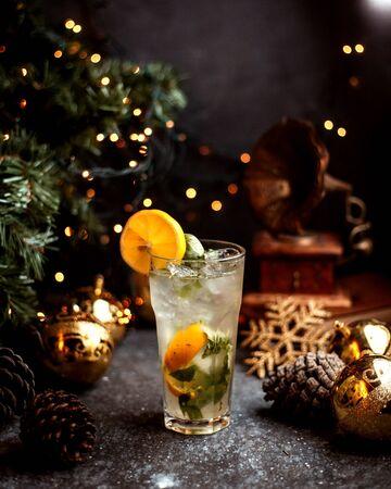 refreshing beverage with lemon and ice 版權商用圖片