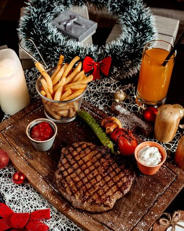 roasted meat steak with french fries 版權商用圖片