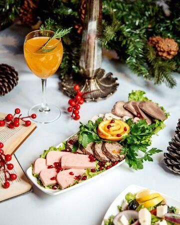 sliced ham and meat with orange juice 版權商用圖片 - 144710656