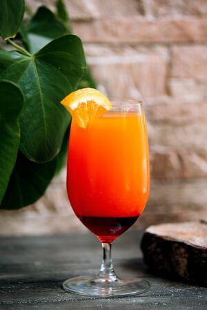 tropical juice with lemon slice on top 版權商用圖片 - 144710716