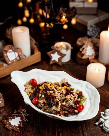 vegetable salad with walnuts 版權商用圖片 - 144710774