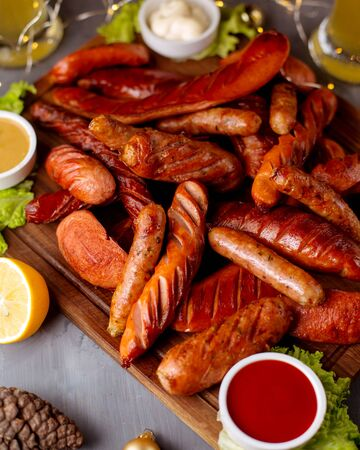 a bunch of fried sausages with mustard 版權商用圖片 - 144710813